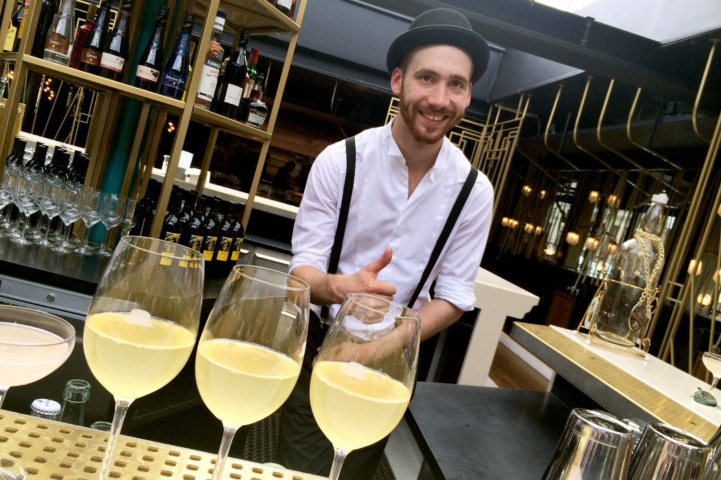 Featured_Bartender i hatt_Mister French